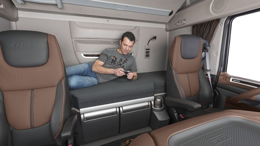 the new cf and xf interior daf trucks ukraine. Black Bedroom Furniture Sets. Home Design Ideas